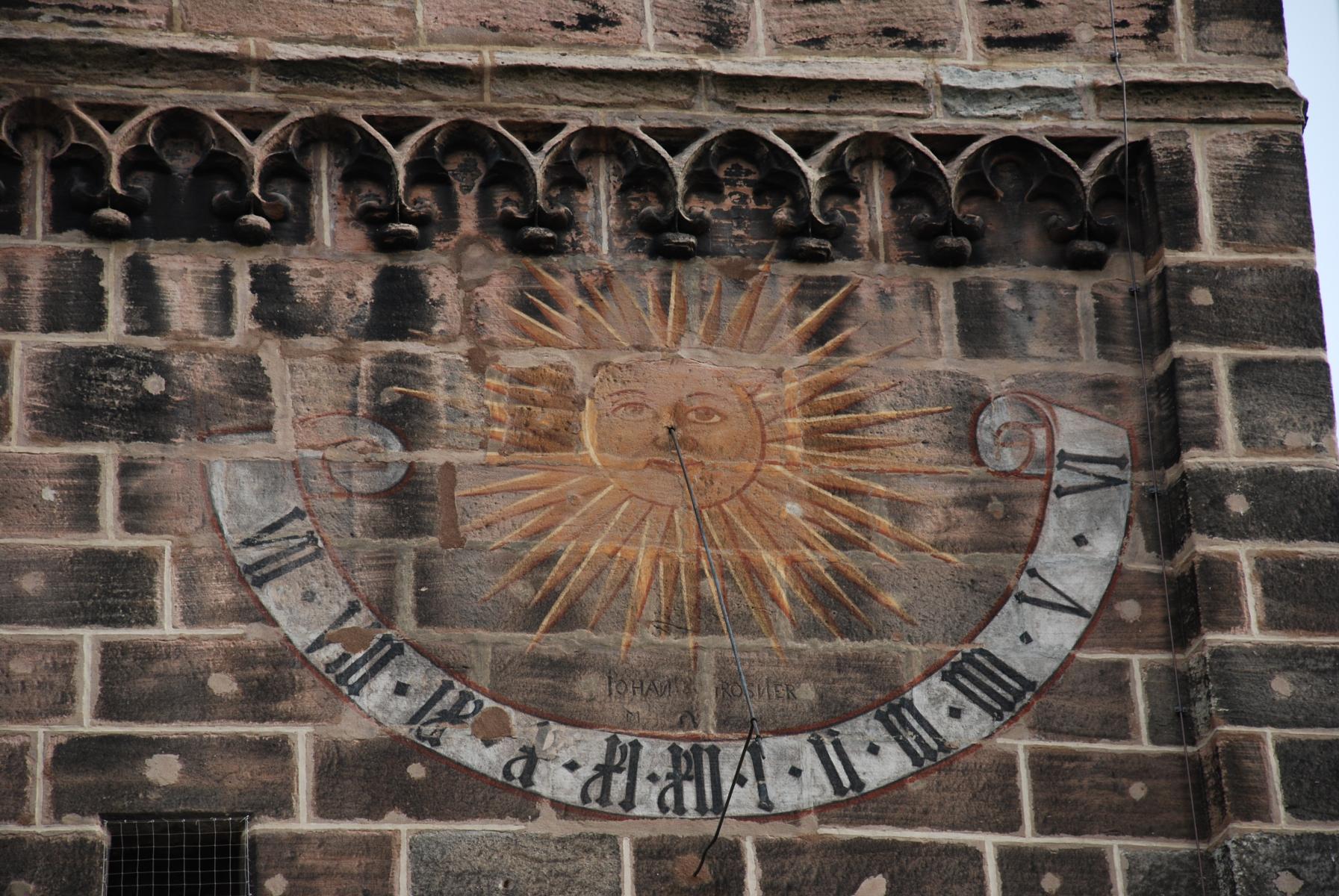 Sonnenuhr-Kirche_01 ID:952
