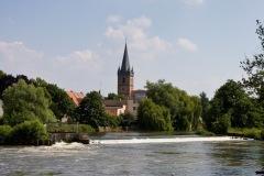 Kirche-mit-WehrElke-4_1024