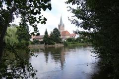Kirche-quer-mit-Wasserspiegel_1024
